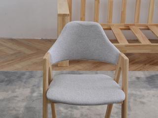 北欧气概 原木色 餐椅