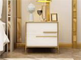 卡伦斯特 实木抽屉 烤漆 不锈钢拉丝封釉镀钛金 白色款床头柜